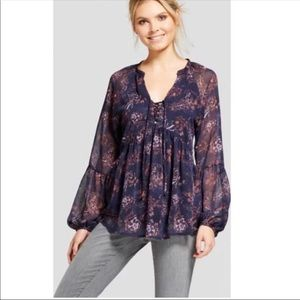 Flowy long sleeved blouse